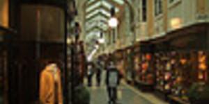 Shoppers Kick Doom Mongers' Asses