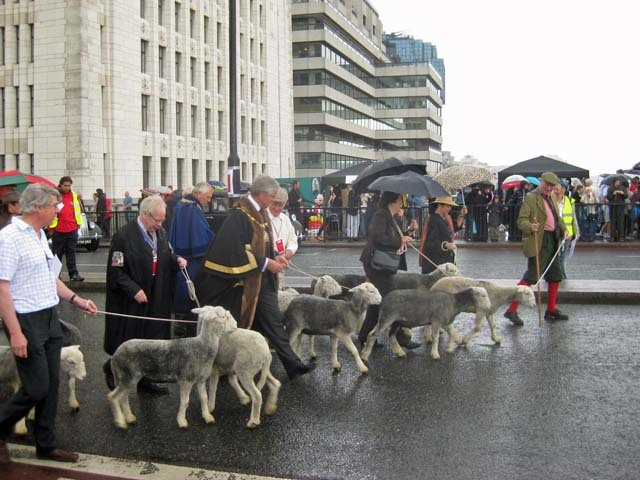 And they're off... The driving of sheep across London Bridge is a privilege only open to a freeman of the City. The lucky, lucky buggers. We can't conceive of anything we'd rather do.