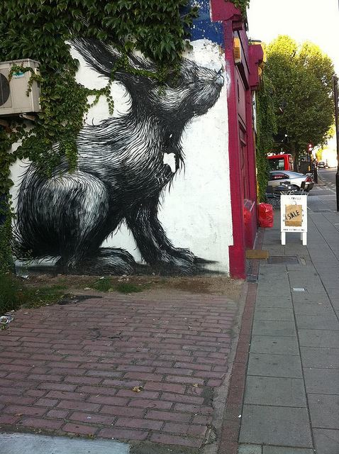 Another hare, lurking on Hackney Road. By M@.