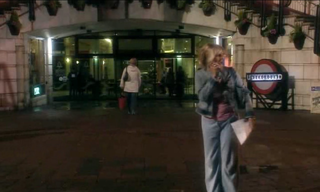 Queens Arcade featured in the Doctor Who episode 'Rose'. The entrance appears to be within a shopping centre. It was filmed at Queens Arcade, Cardiff.