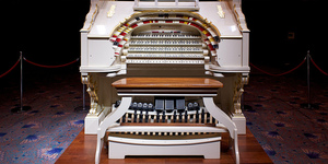 Trocadero to Troxy: Europe's Largest Wurlitzer Theatre Pipe Organ