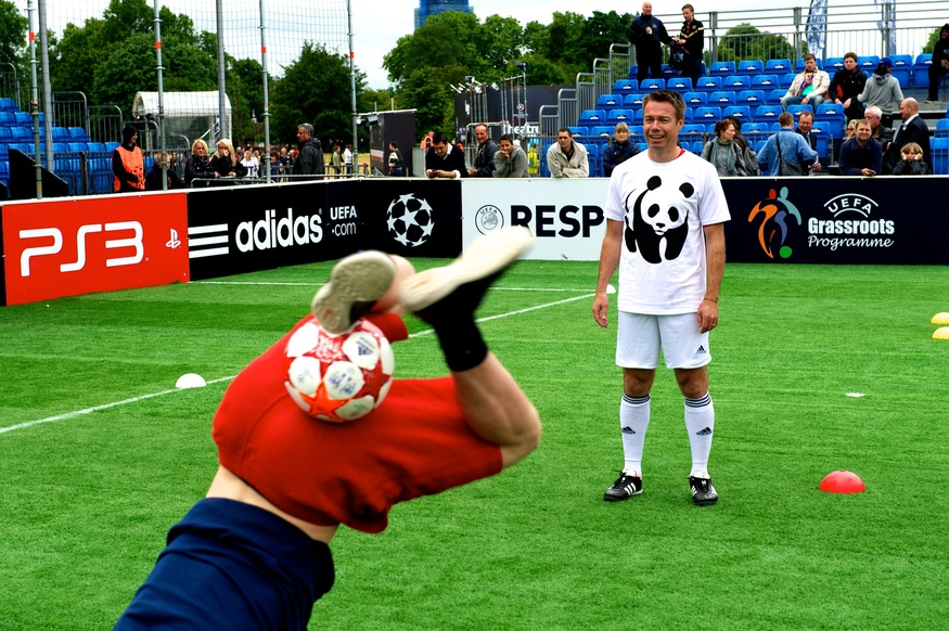 Former Chelsea Player Graham Le-Saux watches someone with real ball skills