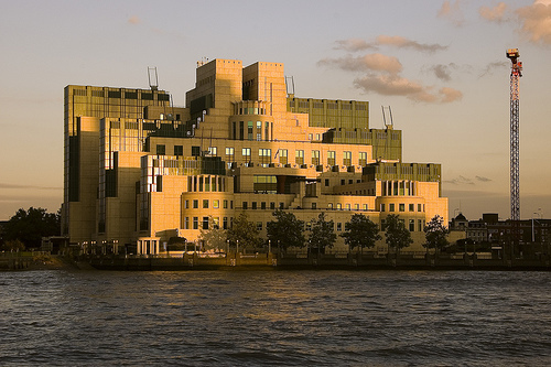 Tourists Questioned Over MI6 Photographs