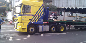 Amazing Escape In Cyclist/Lorry Crash in London Bridge