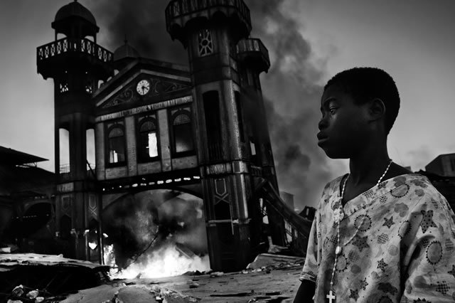 1st Prize General News Single: Riccardo Venturi, Italy, Contrasto. Old Iron Market burns, Port-au-Prince, Haiti, 18 January