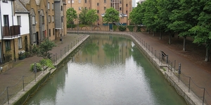 The Dock That Isn't There: A Tour Round Historical Wapping