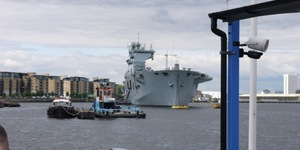 HMS Ocean Welcomes Tourists, Gives Them Guns And Stickers