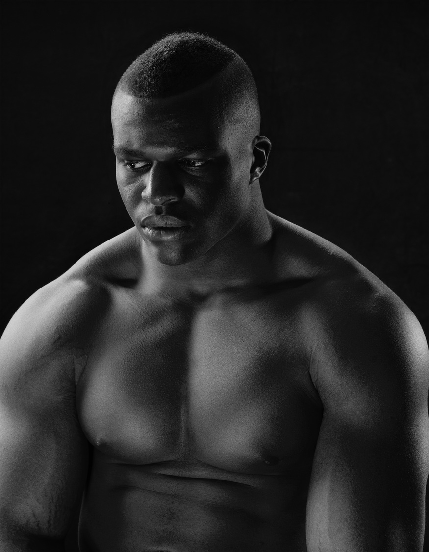 Lawrence Okoye, Photographed by Nadav Kander, London © Nadav Kander – National Portrait Gallery/BT Road to 2012 project