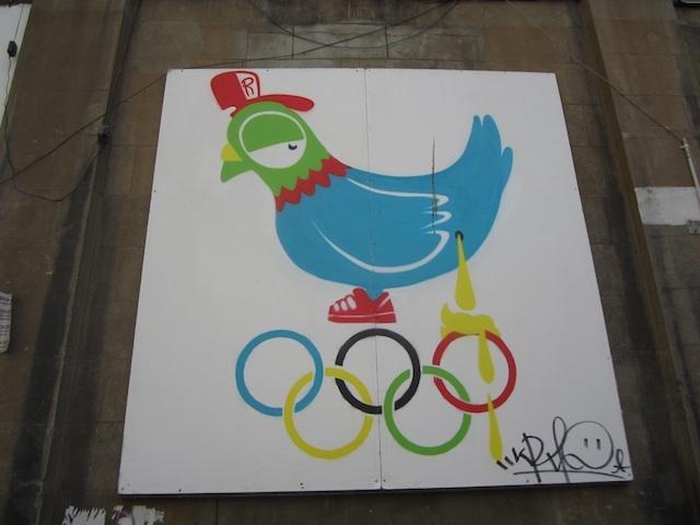 Ronzo paints up Spitalfields. Photo by M@.