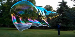 Video: The Brockley Bubbleman Bubbling