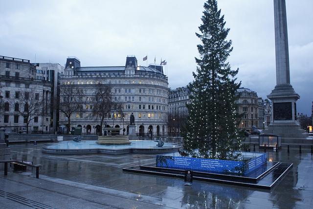 Deserted Trafalgar Square by weldonwk