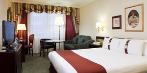 Win A Romantic Stay At Holiday Inn London Mayfair