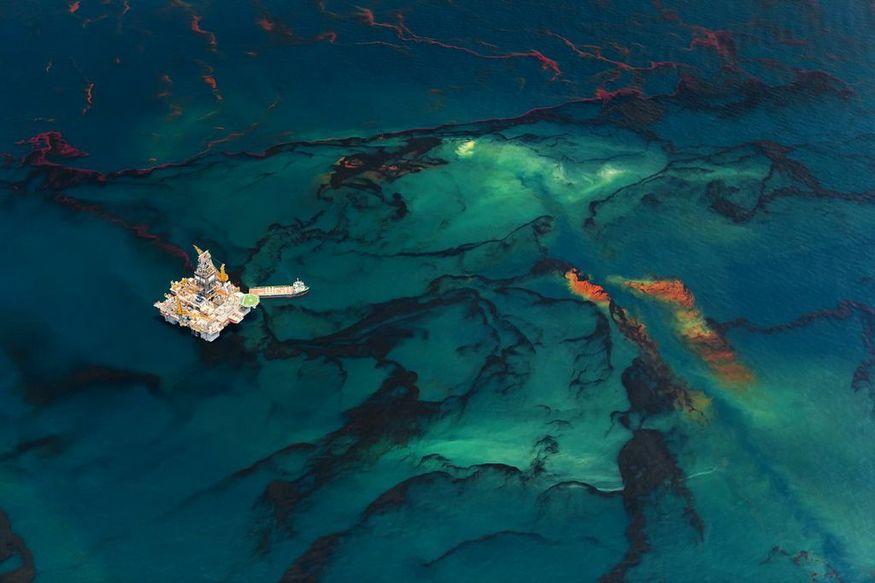 Daniel Beltra, Oil Spill. © Daniel Beltra