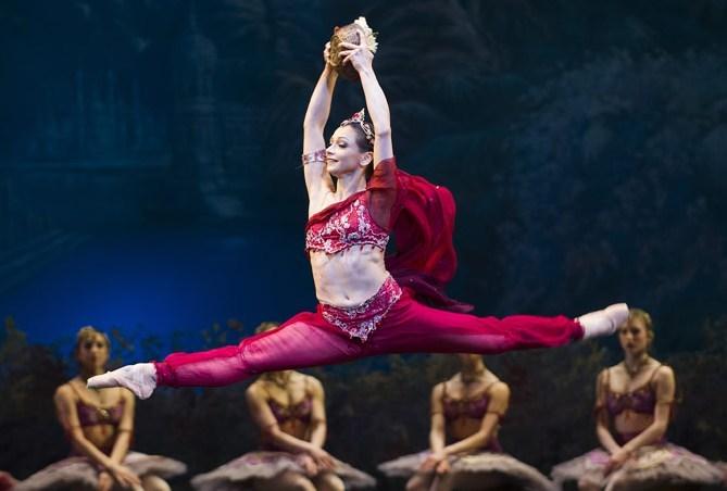 Roberta Marquez in the Royal Ballet's La Bayadere - image Tristram Kenton/ROH