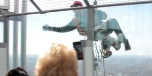 Video: Cleaning Windows At The Top Of The Shard