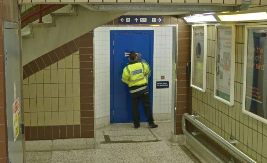 Google Street View Goes Inside London's Train Stations
