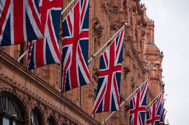 Flags on Harrods by Seal Clubber via flickr