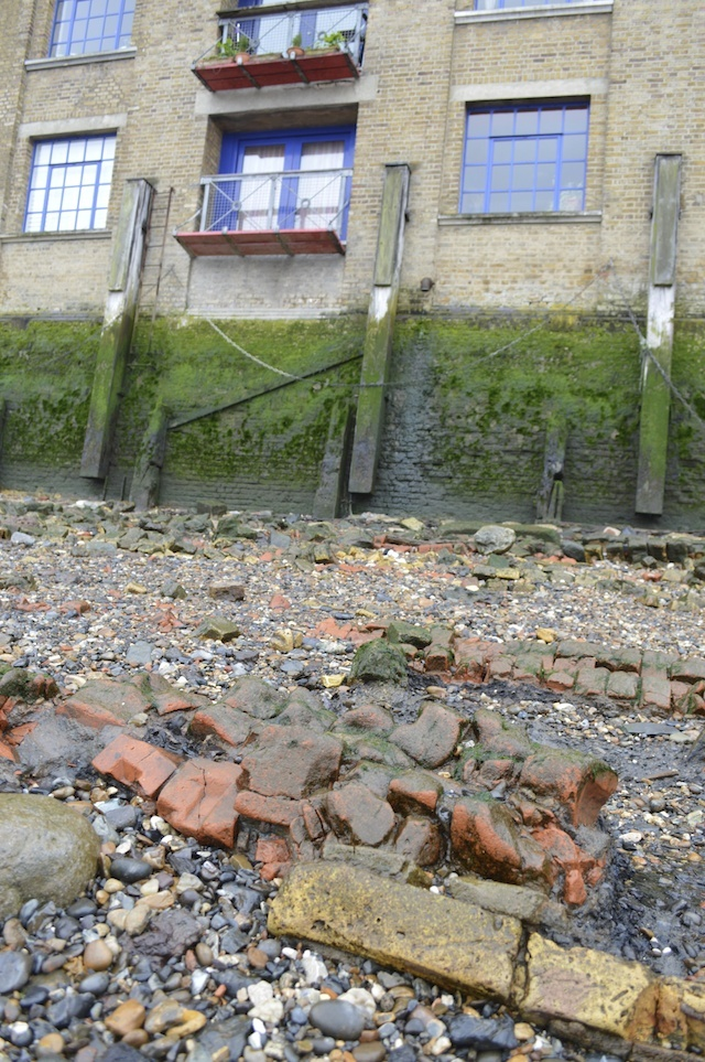 Neat rows of bricks on the foreshore suggest that a large wall has fallen outwards into the Thames. In this case, the damage was caused in the Blitz. Evidence of repair can be seen in the building above.