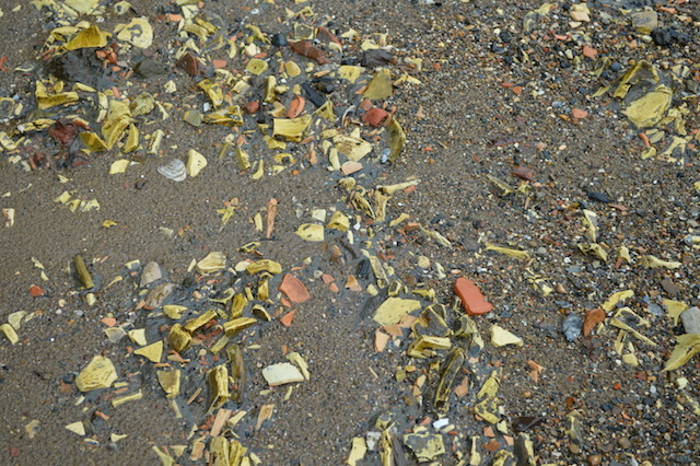 These yellow potsherds near The Mayflower pub are evidence that a substantial pottery once operated nearby. The yellow fragments are unfinished English delftware, discarded before the second firing because of some kind of cock-up.