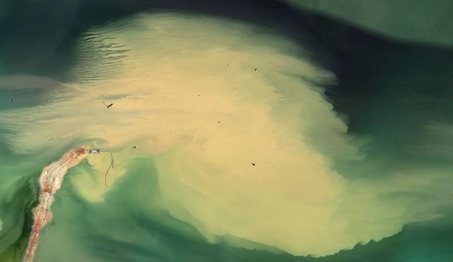Mishka Henner, Cedar Point oil field, 2013-2014. Image courtesy of the artist and Caroll / Fletcher.
