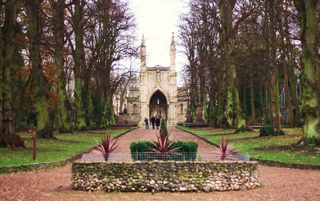 Nunhead Cemetery entrance, by Stephanie Sadler on Flickr