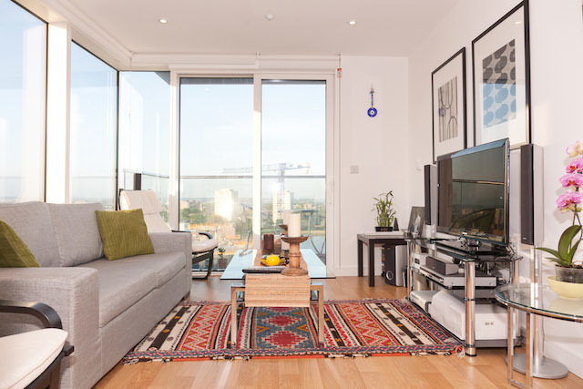 There are breaktaking views of the North/East London skyline from this flat in Woodberry Grove, Manor House