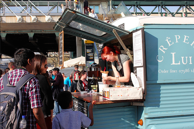 Serving up on Southbank, by annemmu