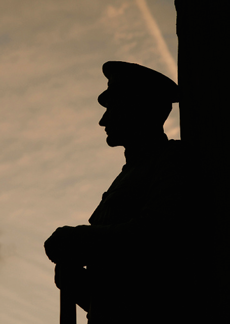 The War Memorial at Royal Exchange in silhouette, by nicnac1000.