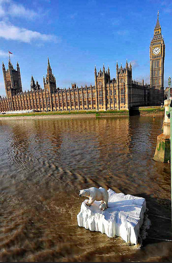 10 Oddest Things To Float Down The Thames