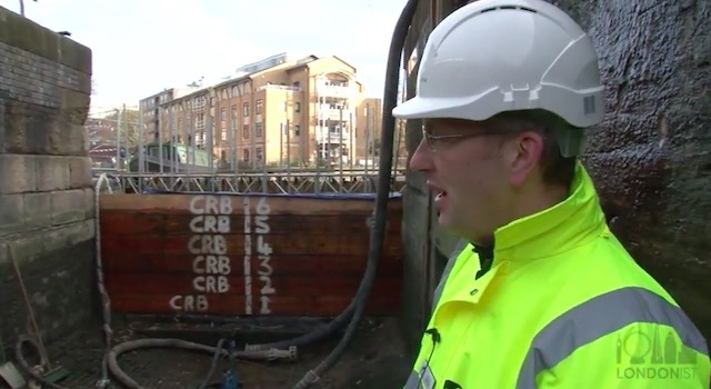 Video: See The Bottom Of A Canal (Without Getting Wet)