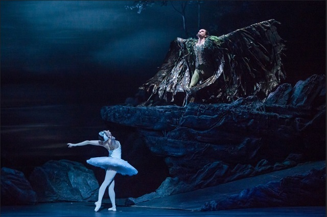 English National Ballet's Swan Lake Is Undeniably Powerful