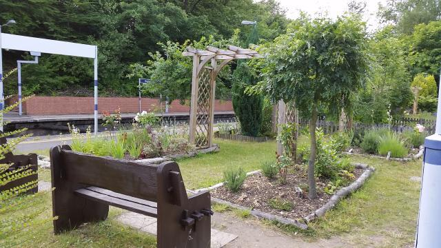 London's Little Gardens: Elmstead Woods Station