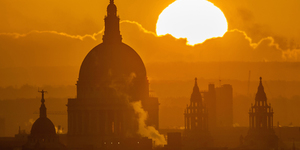 Beautiful Shots Of The Sun And Moon Over London