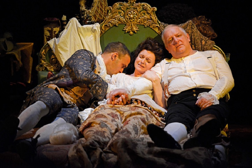 Cross-Dressing Simon Russell Beale Plays Footsie