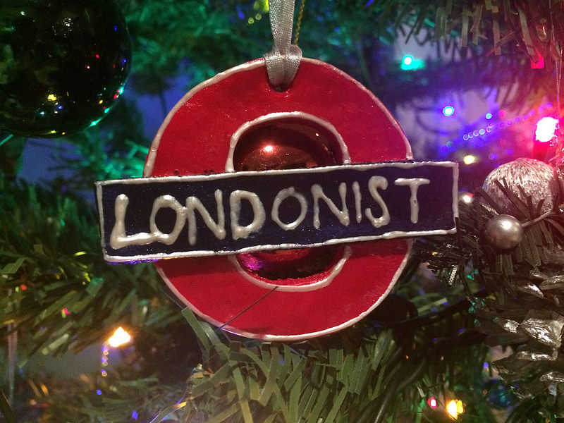 how to make your own tube roundel christmas tree decoration - How To Make Your Own Christmas Decorations