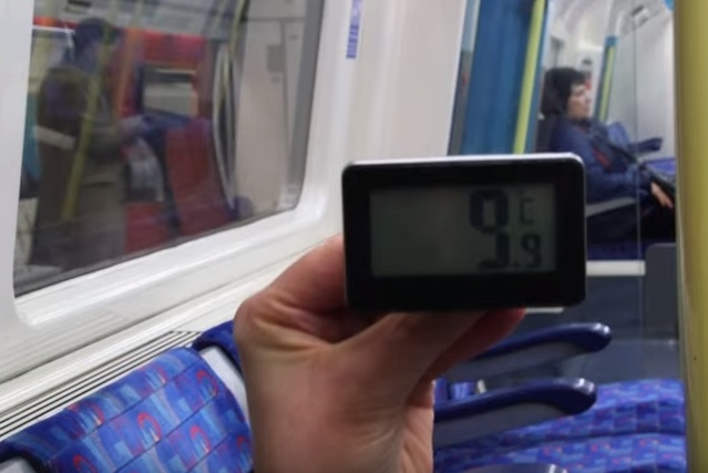 Video: How Warm Is A Tube Train In Winter?
