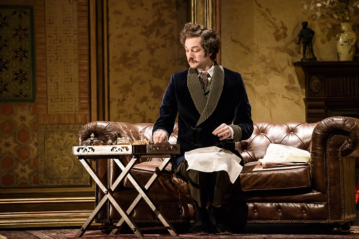 Chris Addison as Smith in Emmanuel Chabrier's L'Etoile. Image: Bill Cooper.