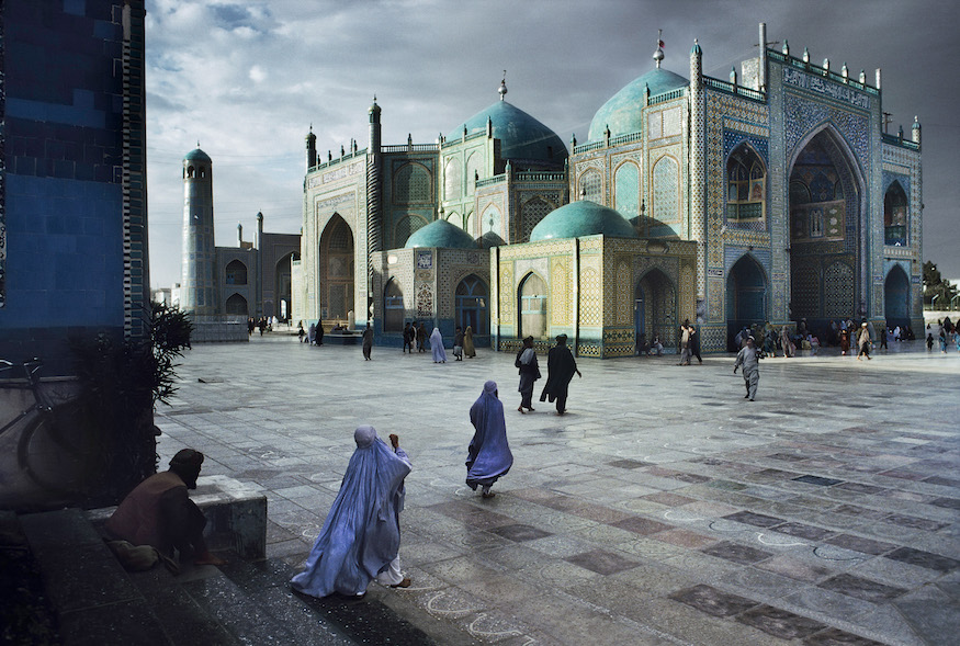 Iconic Photographs In London Salat At The Blue Mosque Mazar E Sharif 1992 C Steve McCurry