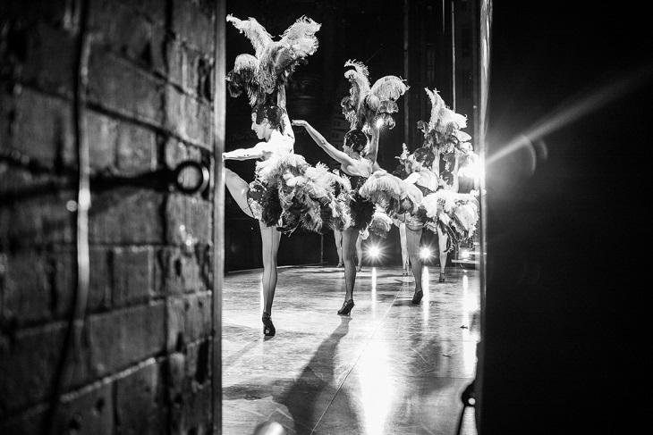 Secret Theatre: Fascinating Pictures Show Backstage Shenanigans
