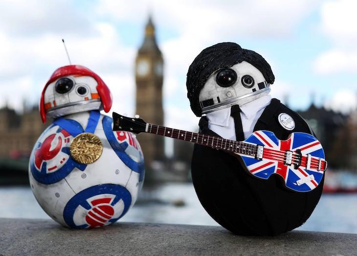 The Beatles Polska: Droid BB-8 ze Star Wars w beatlesowej stylizacji