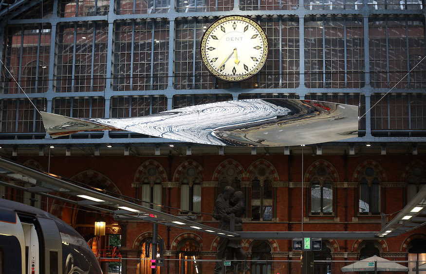18m Blade Dangles From St Pancras Roof