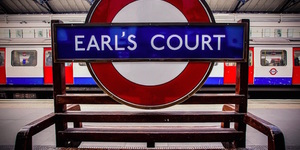 Should Earl's Court have an apostrophe? And what about Barons Court?