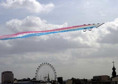 Red_Arrows_from_Soho.jpg
