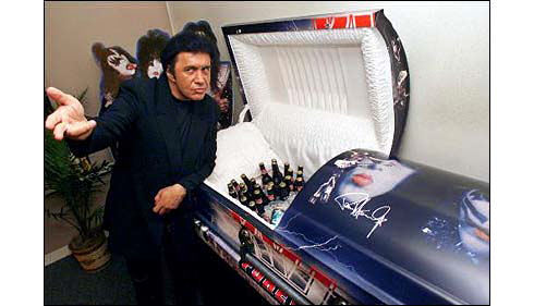 kiss_coffin.jpg