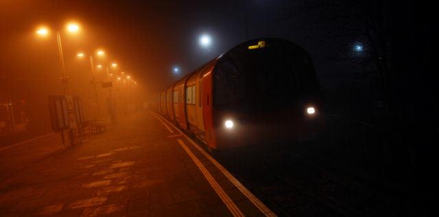 Tube_East_Finchley_Station_London.jpg
