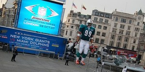 NFL: Giant Dolphin, Giant Cheerleaders
