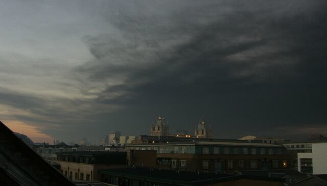 Smoke from Buncefield oil fire over Tower Bridge
