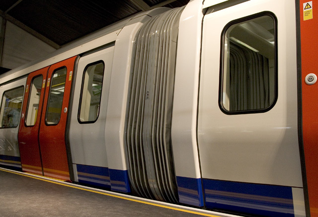 10280_train_exterior.jpg