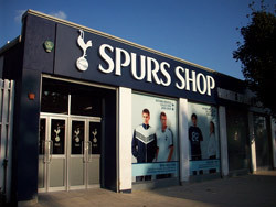 0610_spursshop.jpg