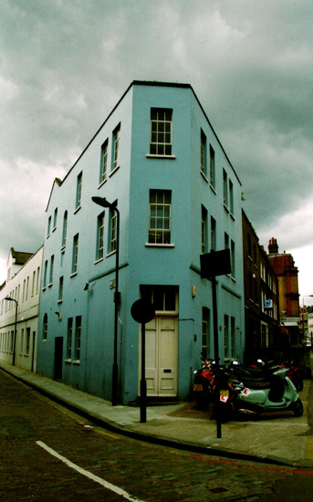 10630_bluehouse.jpg